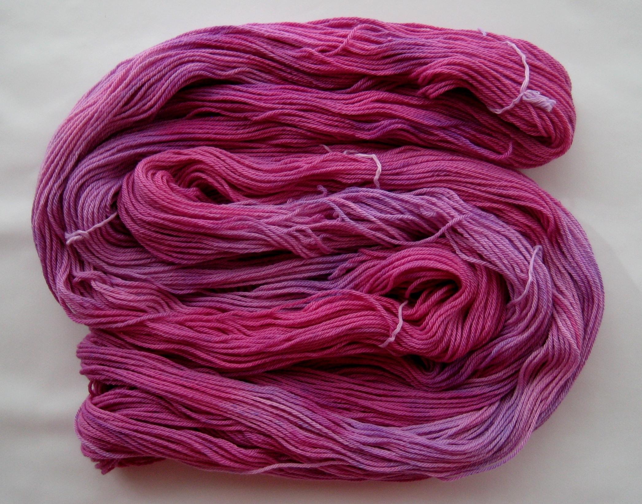 garnyarn-håndfarvet-garn-mellem-merinould-baeredygtig-gammelrosa-lilla