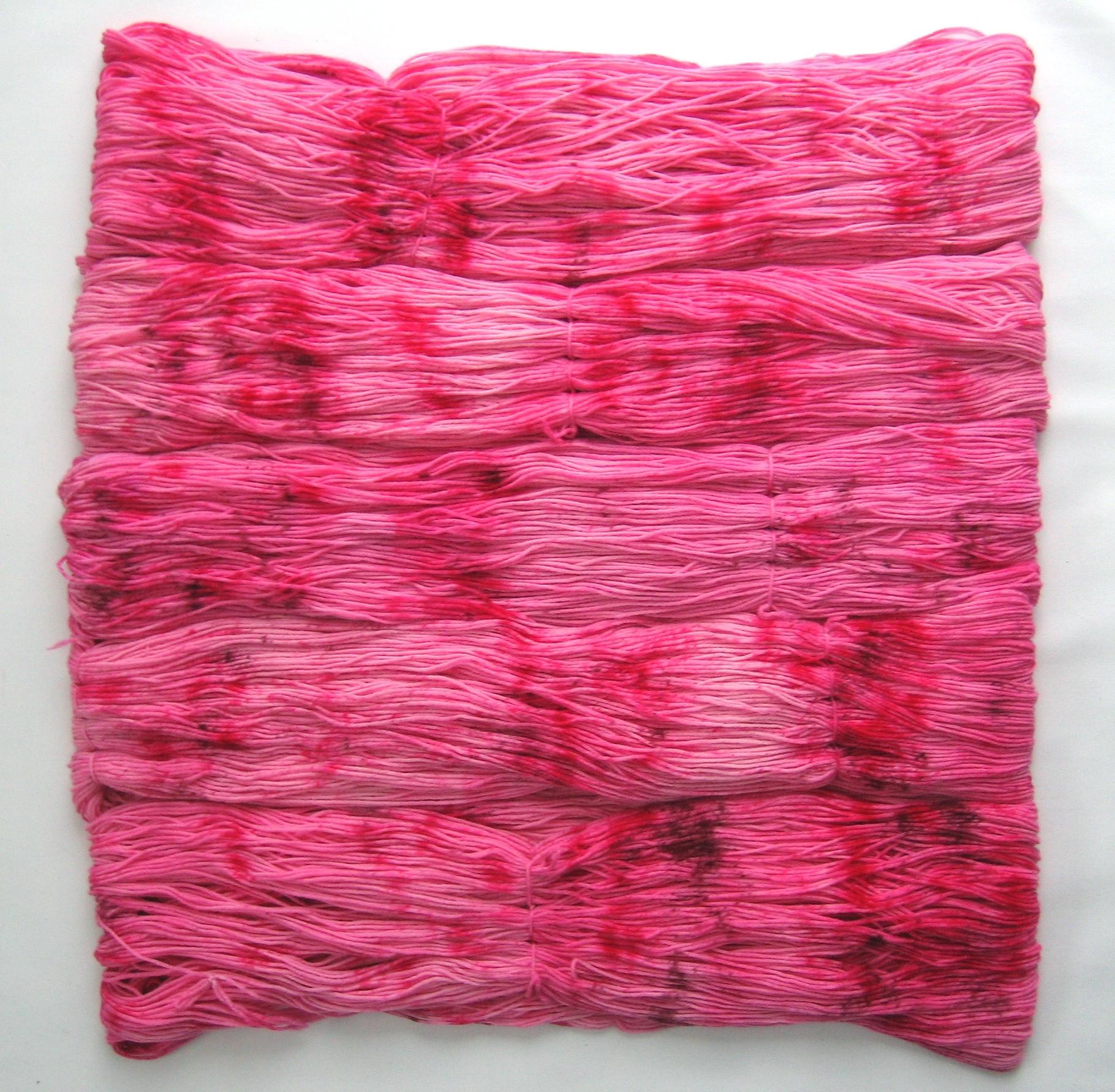 garnyarn-håndfarvet-garn-speckles-tynd-merinould-fingering-baeredygtig-lyseroed-pink