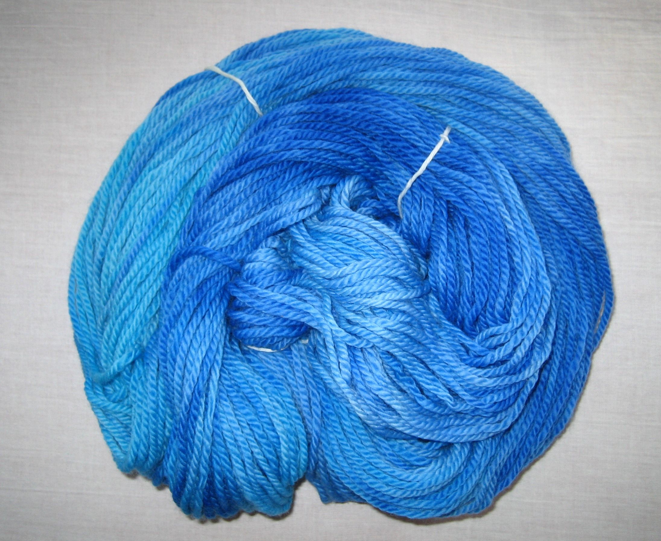 garnyarn-håndfarvet-garn-tyk-merinould-superwash-blaa