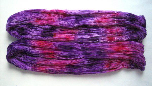 garnyarn-haandfarvet-garn-tynd-merinould-nylon-superwash-stroempegarn-lilla-pink
