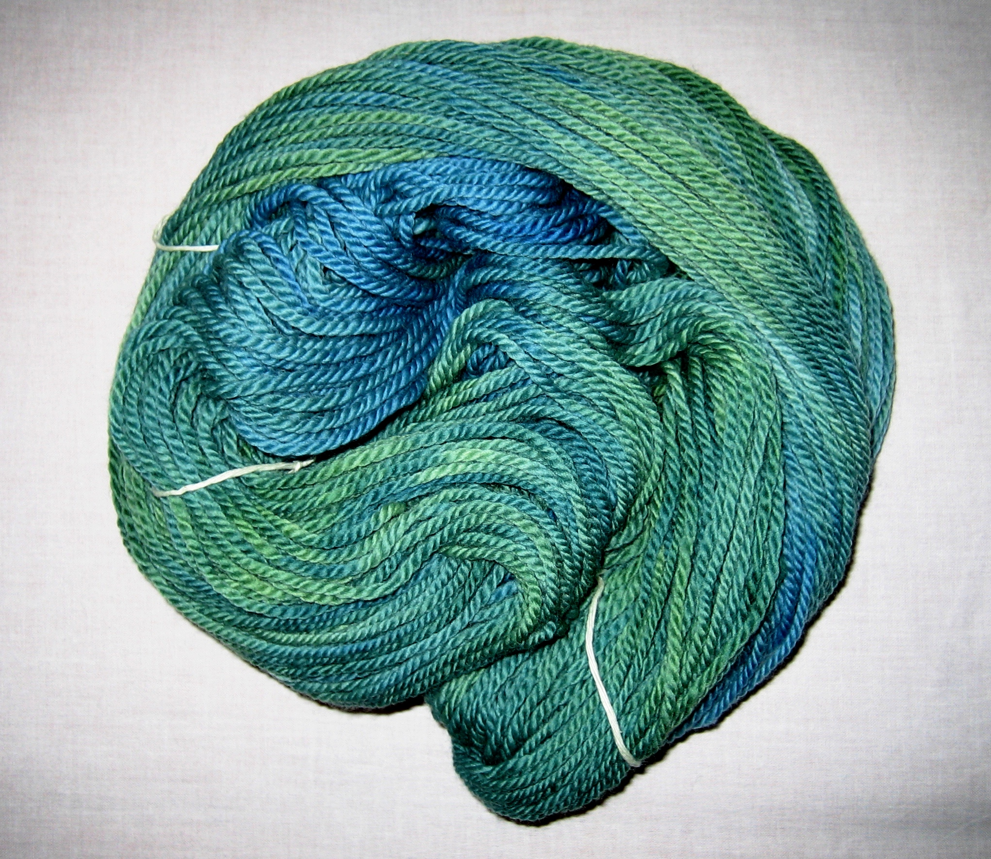 garnyarn-håndfarvet-garn-tyk-merinould-superwash-groen-blaagroen