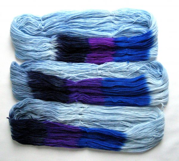 garnyarn-haandfarvet-garn-tynd-merinould-nylon-superwash-stroempegarn-lyseblaa