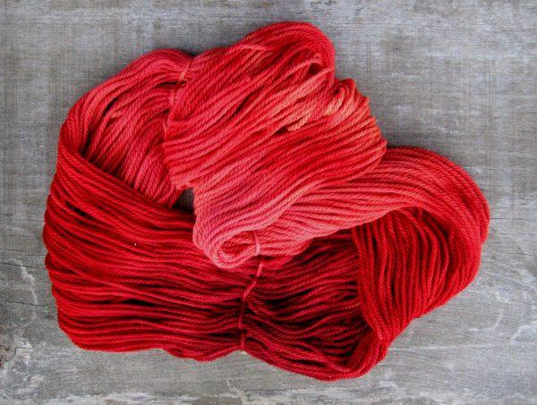 garnyarn-håndfarvet-garn-tyk-merinould-superwash-roed
