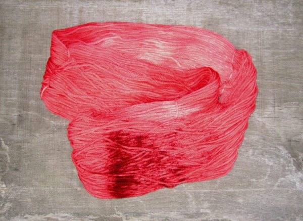 garnyarn-haandfarvet-garn-mellem-merinould-superwash-roed