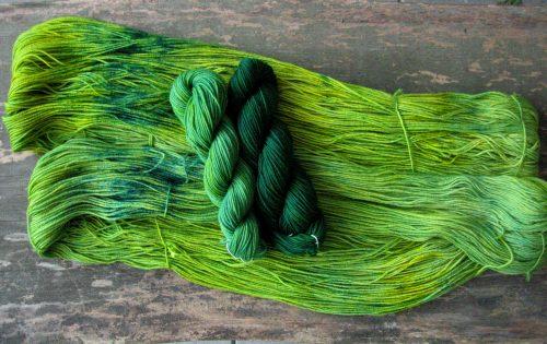 garnyarn-haandfarvet-garn-speckles-tynd-merino-uld-superwash-gulgroen-mosgroen