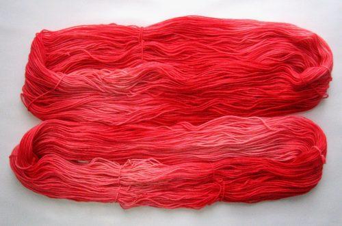 garnyarn-haandfarvet-garn-mellem-merinould-nylon-superwash-stroempegarn-roed