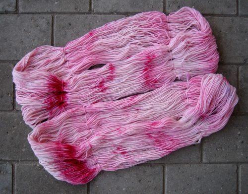 garnyarn-haandfarvet-garn-mellem-merinould-nylon-superwash-stroempegarn-lyseroed