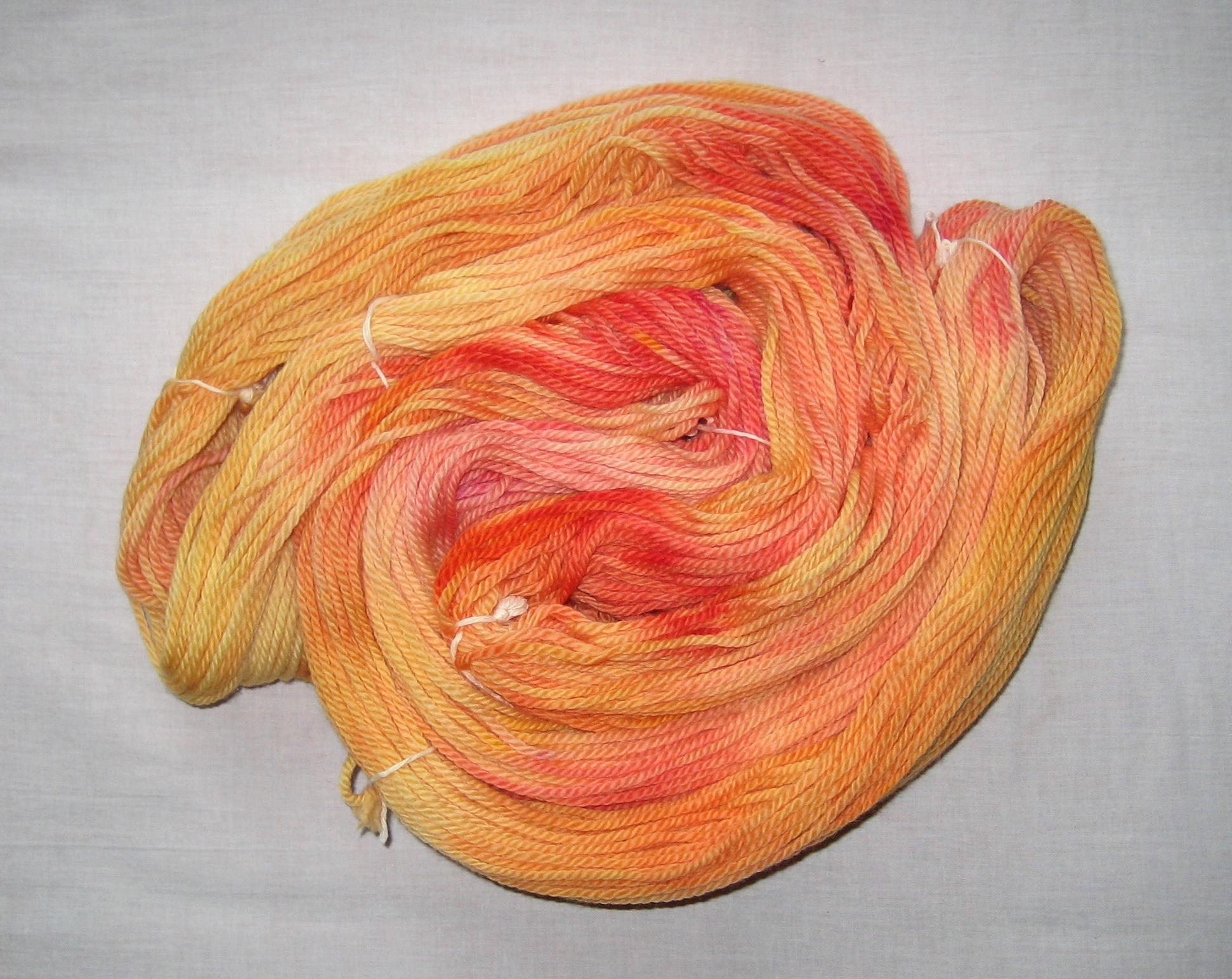 garnyarn-håndfarvet-garn-tyk-merinould-superwash-gul-orangeroed