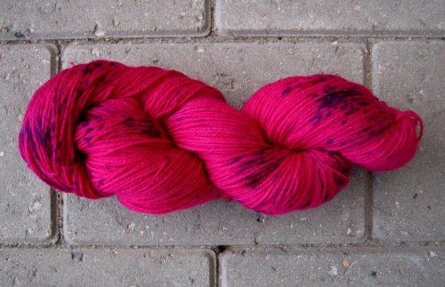 garnyarn-haandfarvet-garn-tynd-merinould-nylon-superwash-stroempegarn-pink