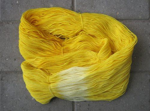 garnyarn-haandfarvet-garn-speckles-tynd-merino-uld-superwash-gul