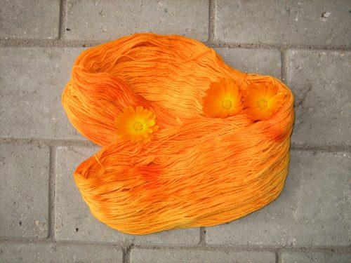 garnyarn-håndfarvet-garn-tynd-merinould-fingering-baeredygtig-orange