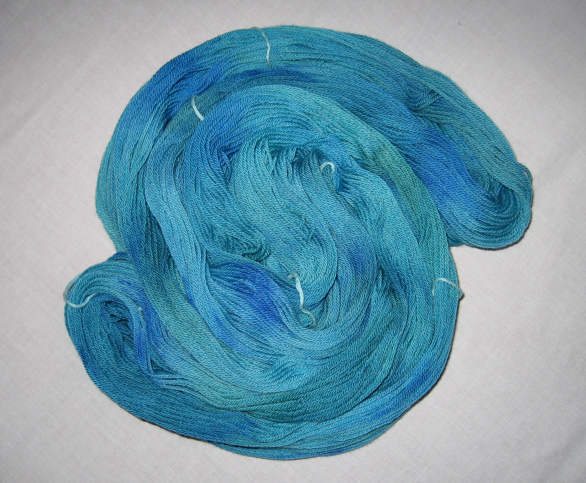 garnyarn-håndfarvet-garn-mellem-merinould-baeredygtig-blaagroen