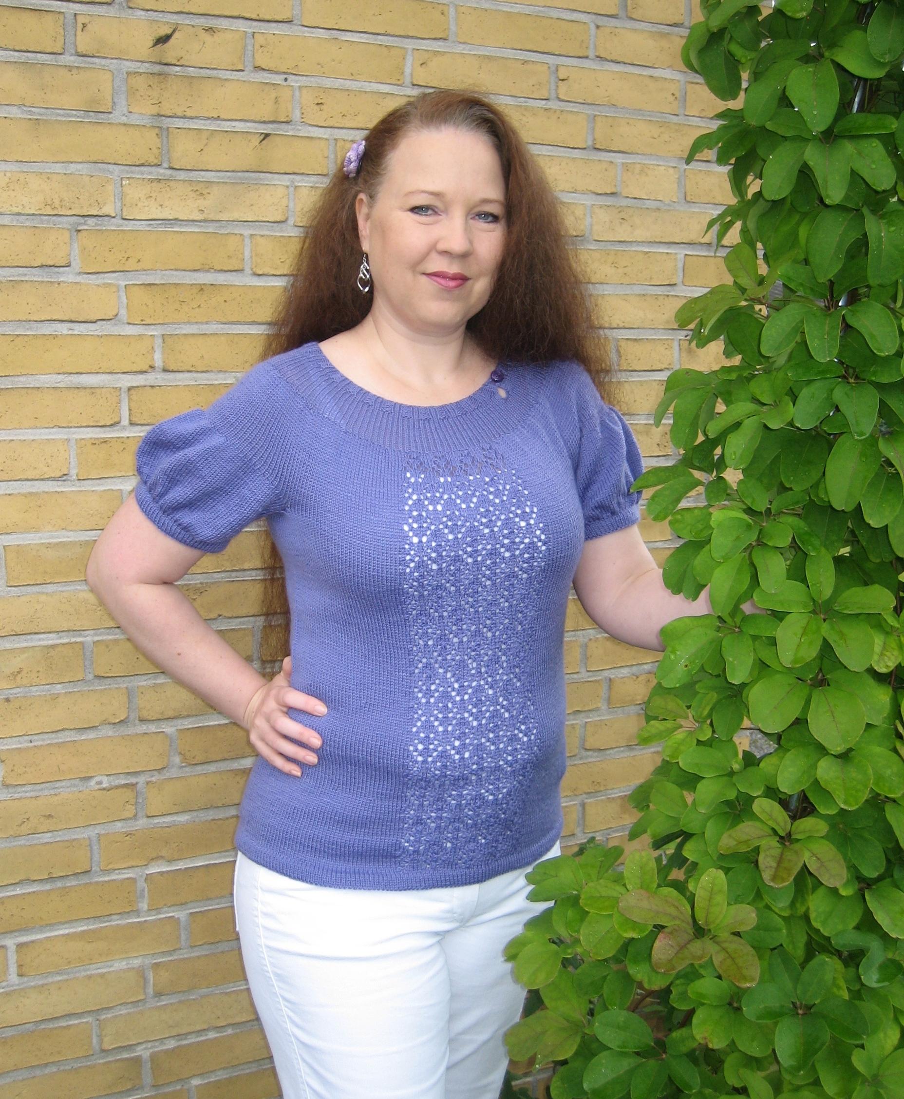 garnyarn-bykaae-kornblomst-voksen-bluse-pufaermer-hulmoenster-blondemoenster-heritage