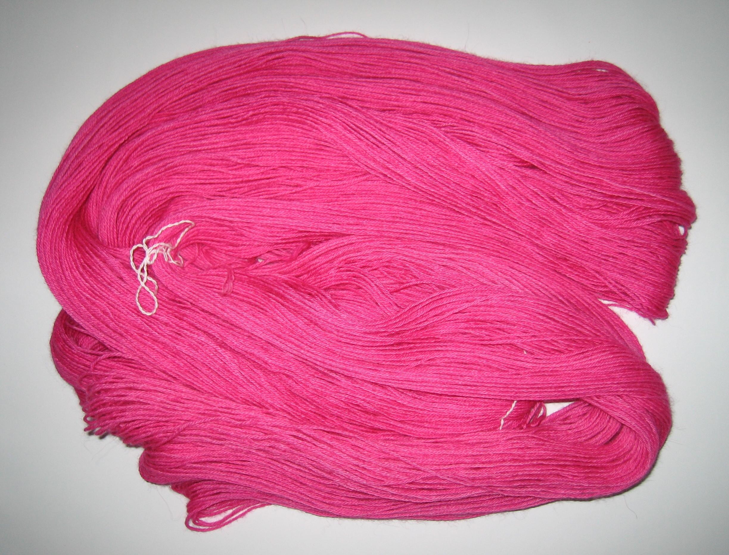 garnyarn-håndfarvet-garn-tynd-babyalpaka-moerklyseroed