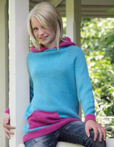 du-store-alpakka-sterk-Kry-unisex-sweater-med-haette-og-kaengurulomme-th14-26